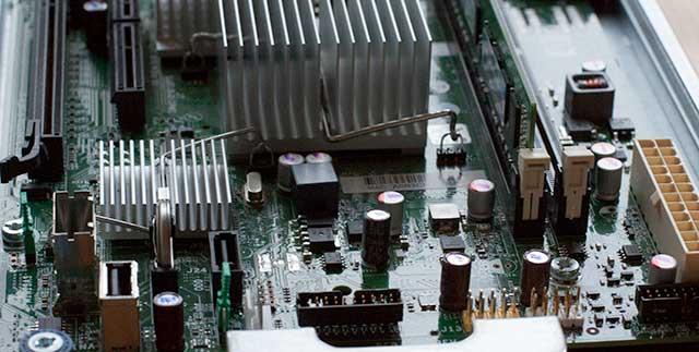 Sata, mSas-Buchse und Bios-Batterie